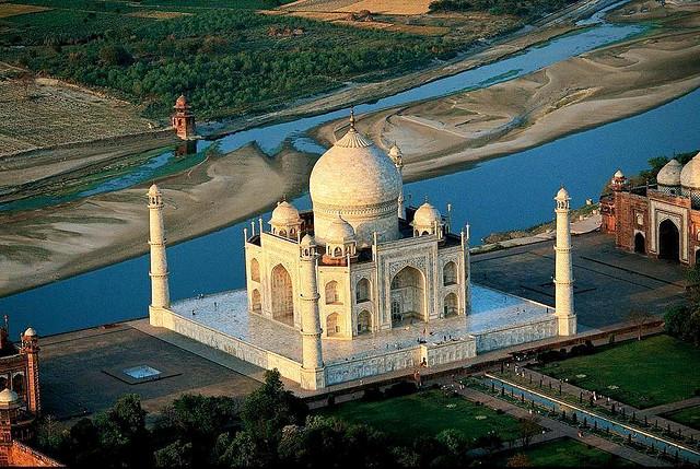 sky view of Taj mahal